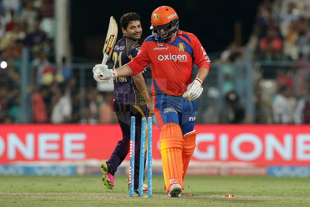 Piyush Chawla of Kolkata Knight Riders celebrates the wicket of Aaron Finch of Gujarat Lions during match 38 of the Vivo Indian Premier League ( IPL ) 2016 between the Kolkata Knight Riders and the Gujarat lions held at the Eden Gardens Stadium in Kolkata on the 8th May 2016<br /> <br /> Photo by Rahul Gulati / IPL/ SPORTZPICS