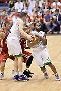 DESCRIZIONE : Milano Lega A 2013-14 EA7 Emporio Armani Milano vs Montepaschi Siena playoff Finale gara 5<br /> GIOCATORE : Spencer Nelson Marquez Haynes<br /> CATEGORIA : Tecnica Blocco Sequenza<br /> SQUADRA : Montepaschi Siena<br /> EVENTO : Finale gara 5 playoff<br /> GARA : EA7 Emporio Armani Milano vs Montepaschi Siena playoff Finale gara 5<br /> DATA : 23/06/2014<br /> SPORT : Pallacanestro <br /> AUTORE : Agenzia Ciamillo-Castoria/GiulioCiamillo<br /> Galleria : Lega Basket A 2013-2014  <br /> Fotonotizia : Milano Lega A 2013-14 EA7 Emporio Armani Milano vs Montepaschi Siena playoff Finale gara 5<br /> Predefinita :