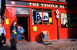 IRELAND DUBLIN JUL99 - People walk past the Temple Bar, one of Dublin's most famous pubs. The Temple Bar, Dublin's traditional hotbed for culture and entertainment, experienced a dramatic revamp during the past 6 years. ..jre/Photo by Jiri Rezac..© Jiri Rezac 1999..Contact: +44 (0) 7050 110 417.Mobile: +44 (0) 7801 337 683.Office: +44 (0) 20 8968 9635..Email: jiri@jirirezac.com.Web: www.jirirezac.com..© All images Jiri Rezac 1999 - All rights reserved.
