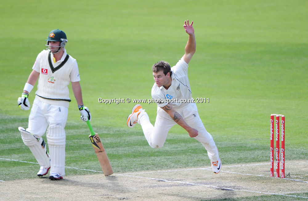 Doug Bracewell bowling on Day 4 of the second cricket test between Australia and New Zealand Black Caps at Bellerive Oval in Hobart, Monday 12 December 2011. Photo: Andrew Cornaga/Photosport.co.nz