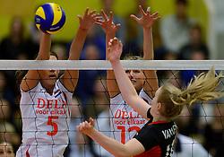 28-12-2013 VOLLEYBAL: TOPVOLLEYBAL TOURNOOI NEDERLAND BELGIE: ALMELO<br /> Nederland wint de eerste wedstrijd met 3-0 van Belgie / Robin de Kruijf, Manon Flier<br /> ©2013-FotoHoogendoorn.nl