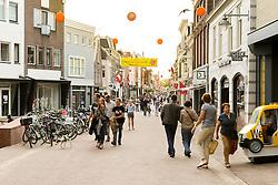 THEMENBILD - Gouda ist eine Gemeinde sowie eine Stadt in der Provinz Süd Holland. Die Stadt ist bekannt für den Gouda Käse, die Stroopwafeln, die vielen Grachten sowie dem Rathaus aus dem 15. Jahrhundert. im Bild die Straße Kleiweg. Aufgenommen am 28. Juli 2016 in Gouda // Gouda is a municipality and city in the province of South Holland, the Netherlands. The city is famous for its Gouda cheese, stroopwafels, many grachten and its 15th-century city hall. This picture shows the street Kleiweg, Gouda, Netherlands on 2016/07/28. EXPA Pictures © 2016, PhotoCredit: EXPA/ Sebastian Pucher