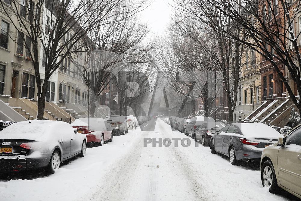 NOVA YORK, EUA, 04.01.2018 - NEVASCA-EUA - Forte nevasca atinge a Ilha de Manhattan em New York nos Estados Unidos nesta quinta-feira, 04. (Foto: Vanessa Carvalho/Brazil Photo Press)