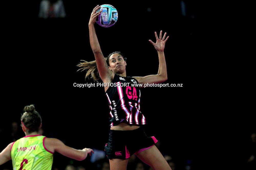Maria Tutaia of New Zealand in action. Fast5 Netball World Series, New Zealand v Australia at Vector Arena, Auckland, New Zealand. Friday 8th November 2013. Photo: Anthony Au-Yeung / photosport.co.nz