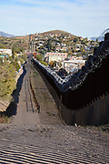 Nogales, Arizona, USA.  24th November, 2018.  As part of Operation Secure Line, U.S. Army troops install barbed wire on the U.S./Mexico border wall west of the DeConcini Port of Entry in Nogales, Arizona, USA. 7,000 soldiers were deployed to the southwestern U.S. border last month at the request of President Donald Trump's administration.