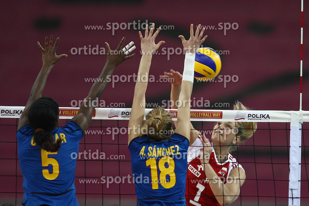04.01.2014, Atlas Arena, Lotz, POL, FIVB, Damen WM Qualifikation, Polen vs Spanien, im Bild MILAGROS COLLAR (L) ALBA M SANCHEZ (C) MALGORZATA GLINKA-MOGENTALE (P) // MILAGROS COLLAR (L) ALBA M SANCHEZ (C) MALGORZATA GLINKA-MOGENTALE (P) during the ladies FIVB World Championship qualifying match between Poland and Spain at the Atlas Arena in Lotz, Poland on 2014/01/04. EXPA Pictures &copy; 2014, PhotoCredit: EXPA/ Newspix/ Mateusz Trzuskowski<br /> <br /> *****ATTENTION - for AUT, SLO, CRO, SRB, BIH, MAZ, TUR, SUI, SWE only*****