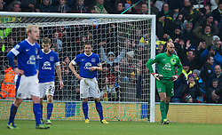 23.02.2013, Carrow Road, Norwich, ENG, Premier League, Norwich City vs FC Everton, 27. Runde, im Bild Everton's goalkeeper Tim Howard looks dejected as Norwich City score an injury time winning goal during the English Premier League 27th round match between Norwich City FC and Everton FC at Carrow Road, Norwich, Great Britain on 2013/02/23. EXPA Pictures © 2013, PhotoCredit: EXPA/ Propagandaphoto/ David Rawcliffe..***** ATTENTION - OUT OF ENG, GBR, UK *****