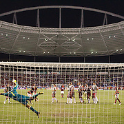Fluminense goalkeeper Alberto Martín Da Silva dives as a Flamengo free kick flashes past the post during the Flamengo V Fluminense, Futebol Brasileirao  League match at Estadio Olímpico Joao Havelange, Rio de Janeiro, The classic Rio derby match ended in a 3-3 draw. Rio de Janeiro,  Brazil. 19th September 2010. Photo Tim Clayton