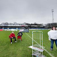 Nederland, Velsen Zuid , 10 januari 2012..Enkele demonstranten van de Occupy beweging staan met tentjes in het Het TATA Steel Stadion, gelegen op Sportpark Schoonenberg..Foto:Jean-Pierre Jans