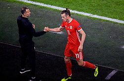 CARDIFF, WALES - Thursday, September 6, 2018: Wales' Gareth Bale shakes hands with manager Ryan Giggs as he is substituted during the UEFA Nations League Group Stage League B Group 4 match between Wales and Republic of Ireland at the Cardiff City Stadium. (Pic by Laura Malkin/Propaganda)
