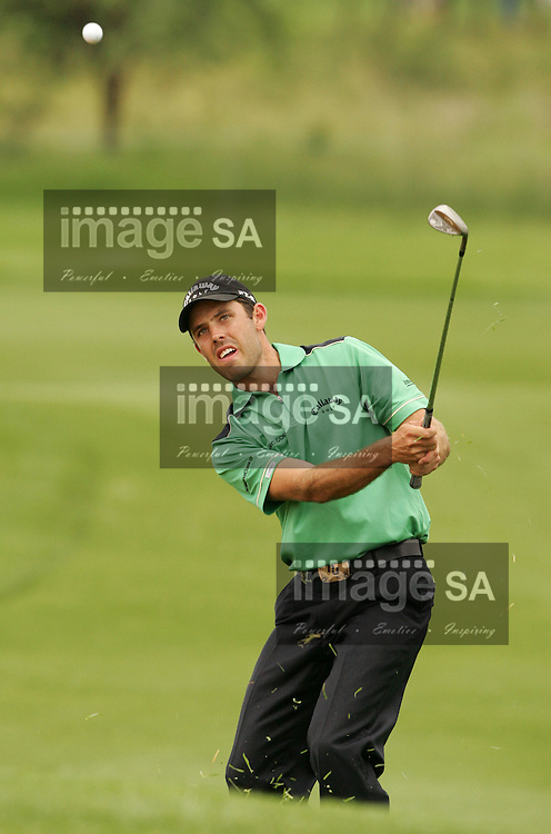 Nedbank Golf Challenge 2007| Charl Scwartzel chips | SUN CITY, Friday 30 November 2007, Charl Schwartzel chips during the second round of the Nedbank Golf Challenge being held at the Gary Player Country Club in the North West Province. ..Photo by Roger Sedres/ImageSA....