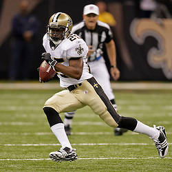 2009 October 18: New Orleans Saints running back Reggie Bush (25) runs with the ball during a 48-27 win by the New Orleans Saints over the New York Giants at the Louisiana Superdome in New Orleans, Louisiana.
