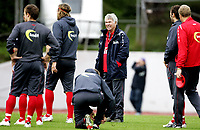 Fotball<br /> Landslaget Norge herrer<br /> 02.09.09<br /> Nadderud Stadion<br /> Trening før kamp mot Island<br /> Landslagstrener Egil Olsen - Drillo - <br /> Foto - Kasper Wikestad