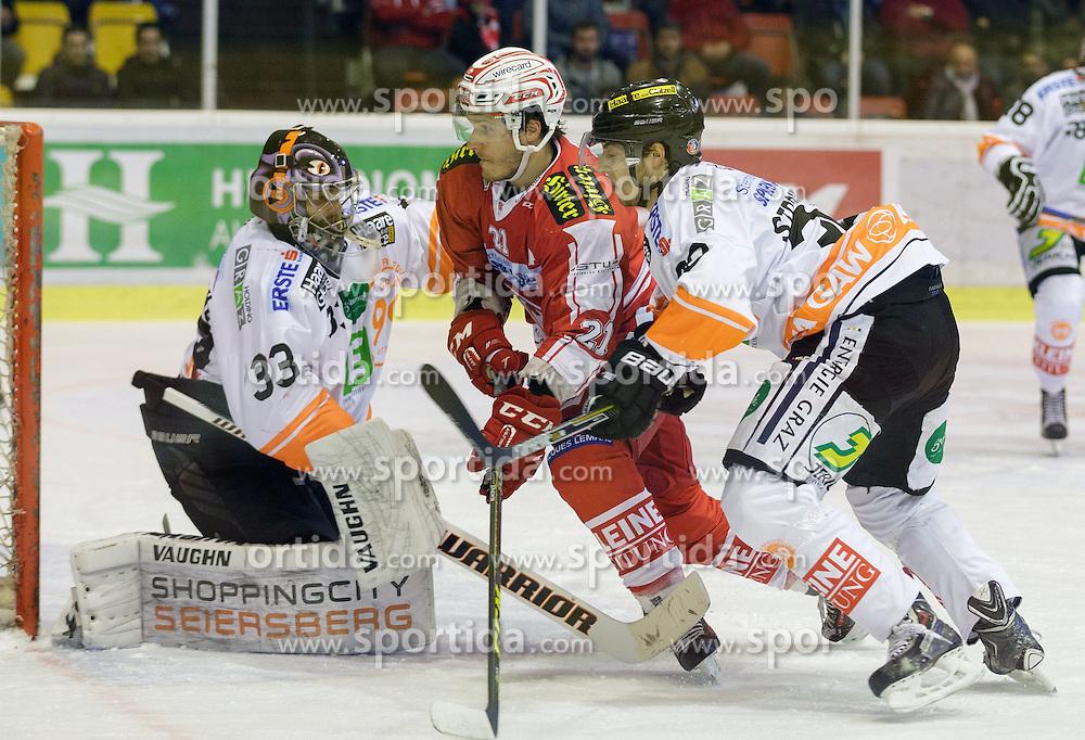 01.11.2015, Stadthalle, Klagenfurt, AUT, EBEL, EC KAC vs EHC Liwest Black Wings Linz, 19. Runde, im Bild Thomas Höneckl (Moser Medical Graz 99ers, #33), Manuel Geier (EC KAC, #21), Rupert Strohmeier (Moser Medical Graz 99ers, #30) // during the Erste Bank Eishockey League 19th round match match betweeen EC KAC and EHC Liwest Black Wings Linz at the City Hall in Klagenfurt, Austria on 2015/11/01. EXPA Pictures © 2015, PhotoCredit: EXPA/ Gert Steinthaler