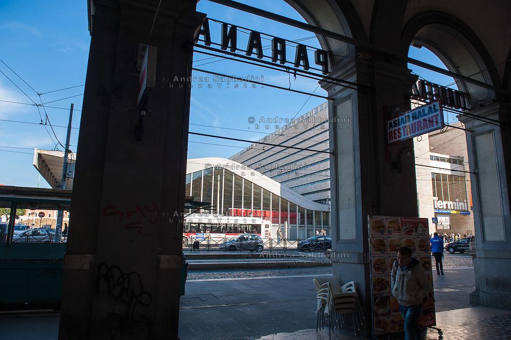 Roma, 01/12/2016: la stazione Termini da piazza dei Cinquecento.<br /> &copy; Andrea Sabbadini