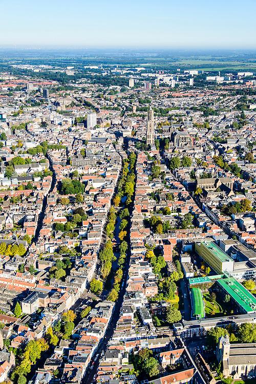 Nederland, Utrecht, Gemeente Utrecht, 30-09-2015; overzicht van de Utrechtse binnenstad vanuit het Zuiden langs de as van de Oudegracht, richting Domtoren.<br /> Southern part of downtown Utrecht and city centre.<br /> luchtfoto (toeslag op standard tarieven);<br /> aerial photo (additional fee required);<br /> copyright foto/photo Siebe Swart