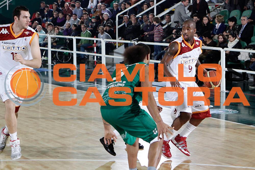 DESCRIZIONE : Avellino Lega A 2010-11 Air Avellino Lottomatica Virtus Roma<br /> GIOCATORE : Darius Washington<br /> SQUADRA : Lottomatica Virtus Roma<br /> EVENTO : Campionato Lega A 2010-2011<br /> GARA : Air Avellino Lottomatica Virtus Roma<br /> DATA : 07/11/2010<br /> CATEGORIA : palleggio<br /> SPORT : Pallacanestro<br /> AUTORE : Agenzia Ciamillo-Castoria/A.DeLise<br /> Galleria : Lega Basket A 2010-2011<br /> Fotonotizia : Avellino Lega A 2010-11 Air Avellino Lottomatica Virtus Roma<br /> Predefinita :