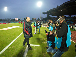 LILLE, FRANCE - Thursday, March 11, 2010: Focus of attention... Liverpool's manager Rafael Benitez before the UEFA Europa League Round of 16 1st Leg match against LOSC Lille Metropoleat the Stadium Lille-Metropole. (Photo by David Rawcliffe/Propaganda)