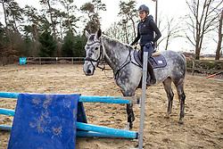 ROECKENER Lisa<br /> Springpferdeausbildung<br /> Ausbildung Junge Pferde<br /> Kettenkamp - Portrait Lisa Roeckener 2019<br /> Homestory und Portrait Lisa Roeckener<br /> 20. Februar 2019<br /> © www.sportfotos-lafrentz.de/Stefan Lafrentz