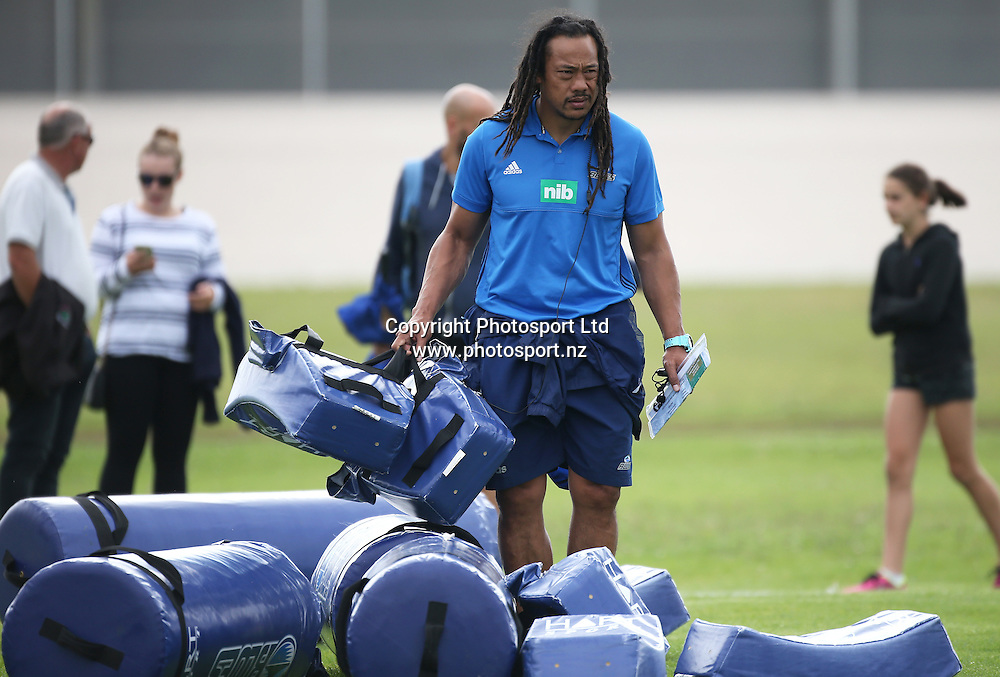 Blues head coach Tana Umaga works with the team during warm up before the Blues vs Chiefs pre season Super Rugby match played at Alexandra Park in Auckland on the 17th February 2017. <br /> Credit; Peter Meecham/ www.photosport.nz