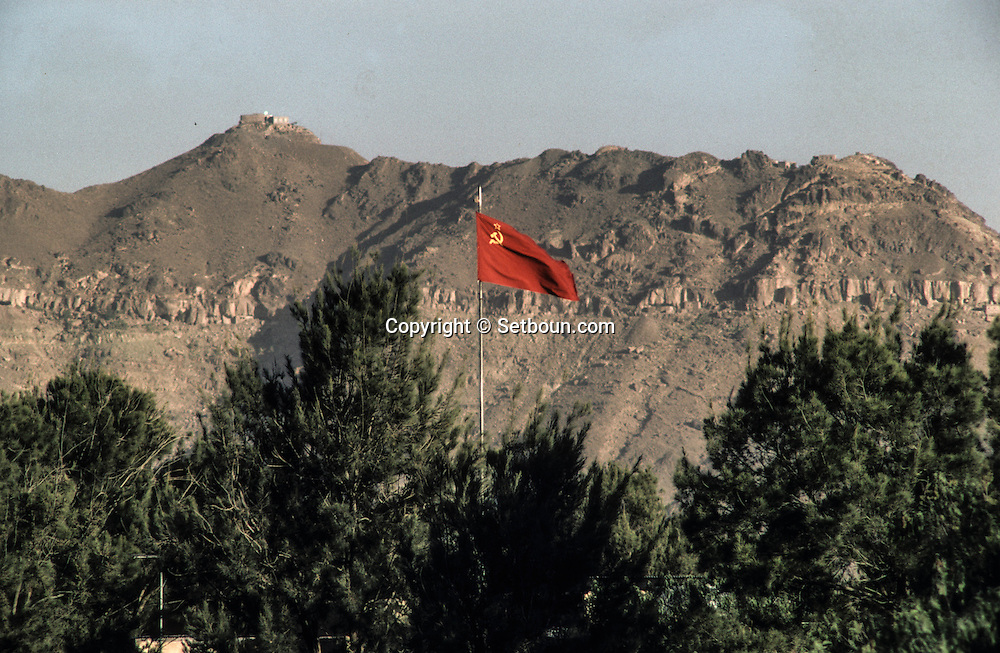 Yemen. Sanaa. Russian presence in the capital  /  Russian flag       /   présence russe dans les rue de la capitale   /  le drapeau russe
