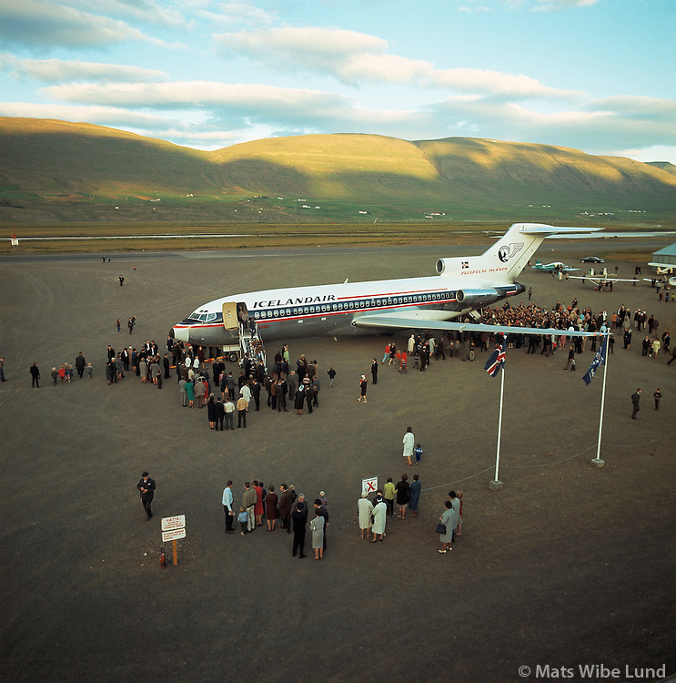 "BIAR Akureyrarflugvöllur:  Icelandair Gullfaxi Boeing 727  í fyrsta skipti á Akureyrarflugvöll, .BIAR Akureyri airport.Icelandairs first jet ""Gullfaxi"" Boeing 727 at its first arrivall at Akureyri."