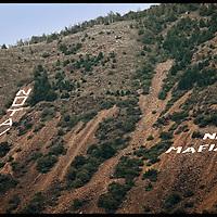 monte Musinè Valle Susa, sulle pendici scritte di grandi dimensioni visibili da tutta la valle.