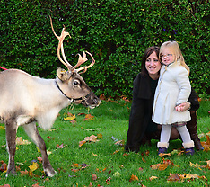 NOV 13 2013 Natalie Cassidy and daughter at London Zoo