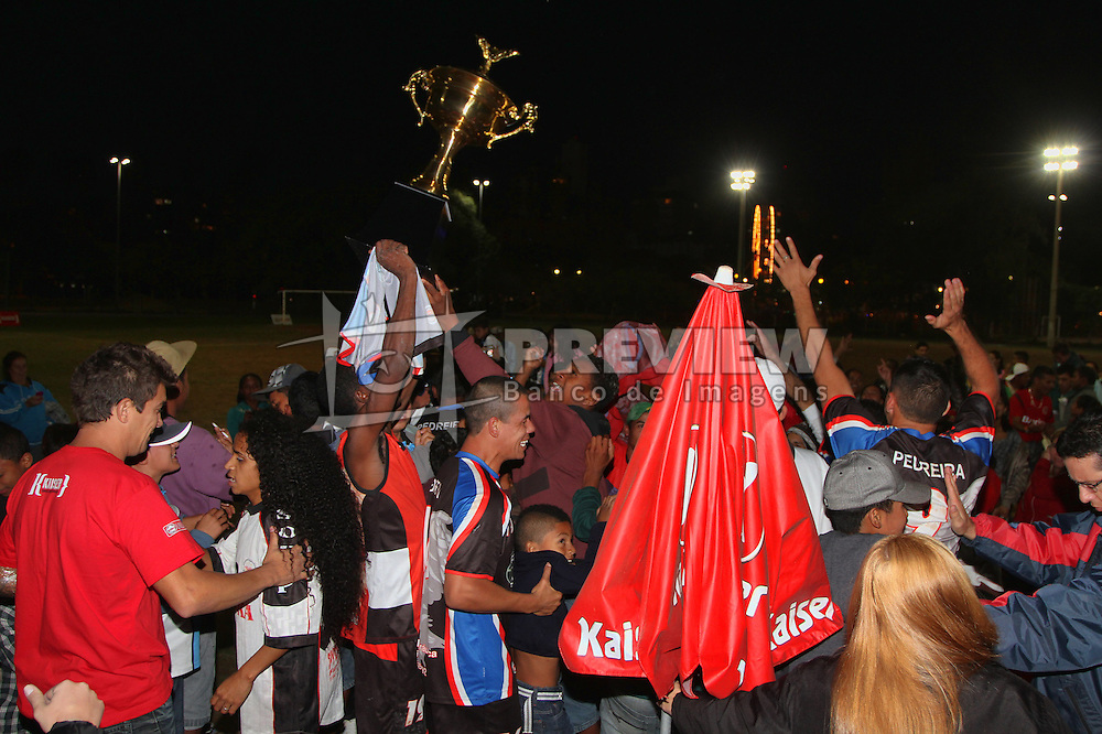 Pedreira comemora a vitória na final da Copa Kaiser RS de Futebol Amador 2012.  FOTO: Luis Gonçalves/Preview.com