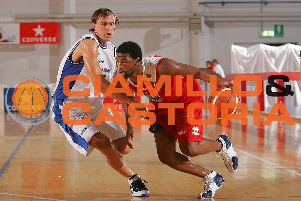 DESCRIZIONE : Grado Precampionato Lega A1 2006-07 TDshop Basket Livorno Bipop Carire Reggio Emilia <br /> GIOCATORE : Minard <br /> SQUADRA : Bipop Carire Reggio Emilia <br /> EVENTO : Precampionato Lega A1 2006-2007 <br /> GARA : TDshop Basket Livorno Bipop Carire Reggio Emilia <br /> DATA : 15/09/2006 <br /> CATEGORIA : Penetrazione <br /> SPORT : Pallacanestro <br /> AUTORE : Agenzia Ciamillo-Castoria/S.Silvestri <br /> Galleria : Lega Basket A1 2006-2007 <br /> Fotonotizia : Grado Precampionato Italiano Lega A1 2006-2007 TDshop Basket Livorno Bipop Carire Reggio Emilia <br /> Predefinita :