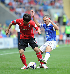 Everton's Leon Osman battles for the ball with Cardiff City's Kim Bo-Kyung  - Photo mandatory by-line: Alex James/JMP - Tel: Mobile: 07966 386802 31/08/2013 - SPORT - FOOTBALL - Cardiff City Stadium - Cardiff - Cardiff City V Everton - Barclays Premier League