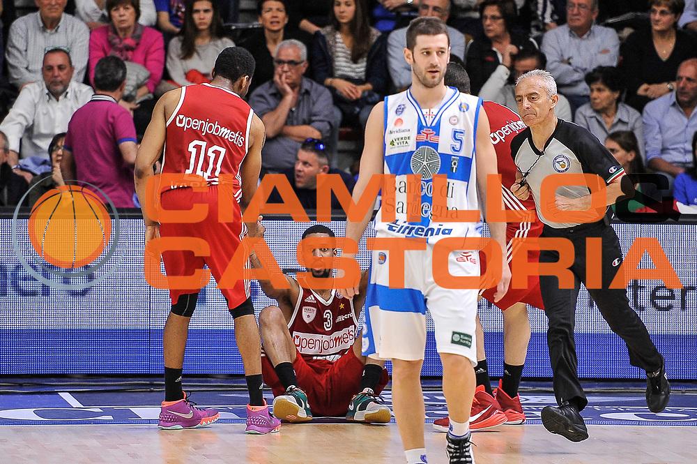 DESCRIZIONE : Campionato 2014/15 Dinamo Banco di Sardegna Sassari - Openjobmetis Varese<br /> GIOCATORE : Eric Maynor Stanley Okoye<br /> CATEGORIA : Fair Play<br /> SQUADRA : Openjobmetis Varese<br /> EVENTO : LegaBasket Serie A Beko 2014/2015<br /> GARA : Dinamo Banco di Sardegna Sassari - Openjobmetis Varese<br /> DATA : 19/04/2015<br /> SPORT : Pallacanestro <br /> AUTORE : Agenzia Ciamillo-Castoria/L.Canu<br /> Predefinita :