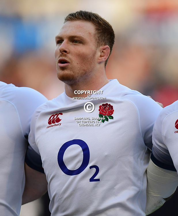 Sam Simmonds of England sings the anthem