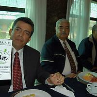 Toluca, Méx.- Integrantes de la Organización Nacional de Proteccion al Patrimonio Familiar (ONAPPAFA), dieron a conocer sobre la coordinacion entre las autoridades hacendaria, policiales y legisladores para legalizar los autos de procedencia extrangera en el territorio mexiquense. Agencia MVT / Hernan Vázquez E. (DIGITAL)<br /> <br /> NO ARCHIVAR - NO ARCHIVE