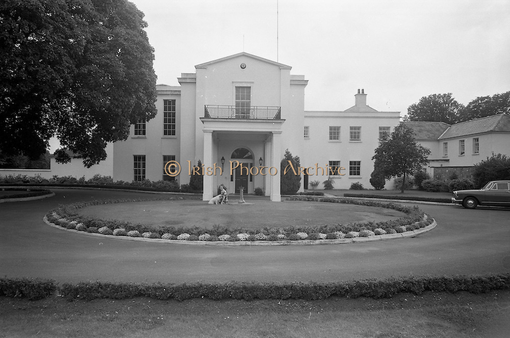 19/08/1966<br /> 08/19/1966<br /> 19 August 1966<br /> United States Ambassador's residence, Phoenix Park, Dublin. View of the exterior of the U.S. Ambassador's residence.