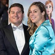 NLD/Amsterdam/20191116 - Filmpremiere Frozen II, Martijn Krabbe en partner Deborah Wietzes