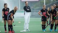 AMSTELVEEN - coach Rick Mathijssen (A'dam) voor  Amsterdam-Huizen (4-1), competitie Hoofdklasse hockey dames   (2017-2018) .COPYRIGHT KOEN SUYK
