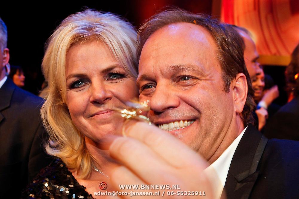 NLD/Amsterdam/20101022 - Televiziergala 2010, winnaar Televizierring 2010 Carlo boszhard en Irene Moors voor de TV Kantine