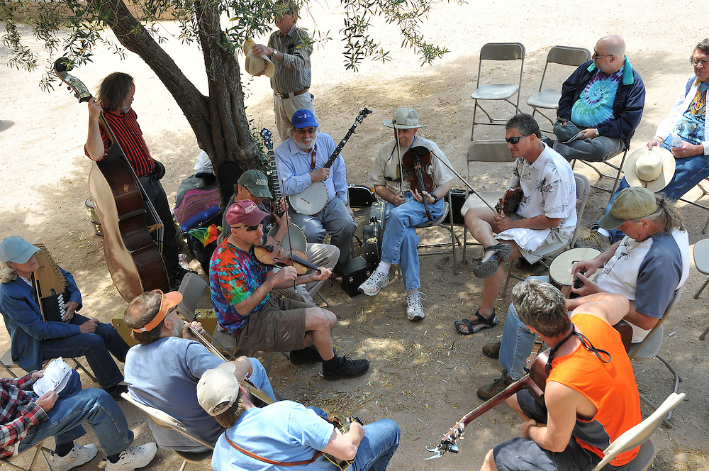 Deming Fusiliers leading a stringed instrument workshop at the 2010 Tucson Folk Festival. Event photography by Martha Retallick.
