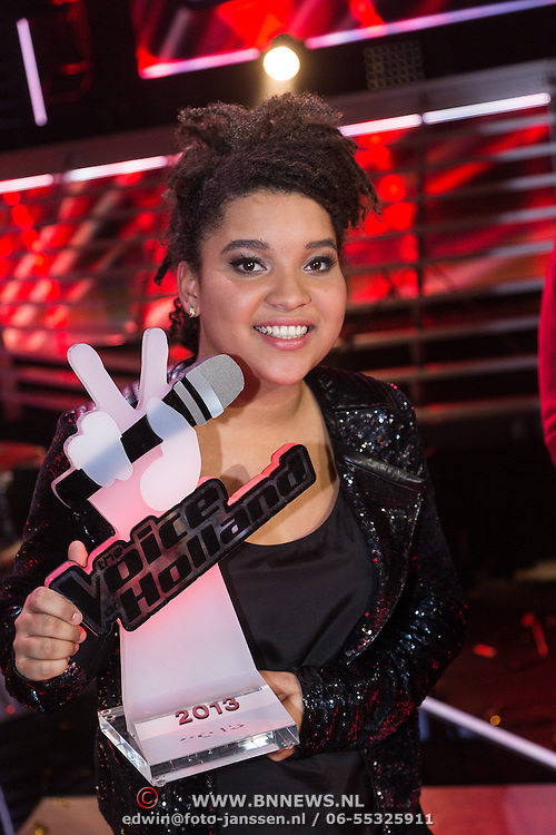 NLD/Hilversum/20131220 - Finale The Voice of Holland 2013, winnares Julia van der Toorn
