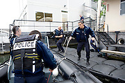 Paris, France. 8 Mai 2009..Brigade Fluviale de Paris..Quai Saint Bernard (5eme arrondissement).8h14 Depart des secours suite a un appel concernant des personnes a l'eau..Paris, France. May 8th 2009..Paris fluvial squad..Quai Saint Bernard (5th arrondissement).8:14 am Departure of the rescue team following a phone call about people in the Seine...