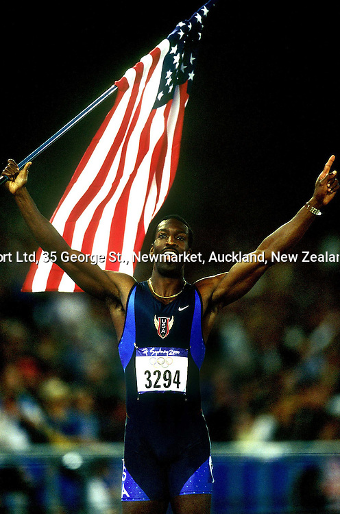 Michael Johnson of the United States celebrates winning the gold medal in the 400m at the Olympics, Sydney, Australia, 25 September 2000.  PHOTO: PHOTOSPORT