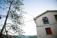 Maggio di Accettura, photoreportage di Marco Minischetti/PPP<br /> <br /> La sagra del Maggio è una festa popolare che si tiene ogni anno nel comune di Accettura[1] in provincia di Matera, in occasione dei festeggiamenti per il patrono San Giuliano. Si tratta di un antico rito nuziale e propiziatorio in cui il Maggio, un albero di alto fusto, si unisce ad un agrifoglio, la Cima, rappresentando i tradizionali culti arborei molto diffusi soprattutto nelle aree interne della Basilicata e della Calabria.