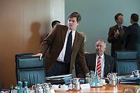 06 FEB 2013, BERLIN/GERMANY:<br /> Eckart von Klaeden (L), CDU, Staatsminister fuer Bürokratieabbau im Bundeskanzleramt, und Bernd Neumann (R), CDU, Staatsminister fuer Kultur im Bundeskanzleramt, vor Beginn der Kabinettsitzung, Bundeskanzleramt<br /> IMAGE: 20130206-01-011<br /> KEYWORDS: Sitzung, Kabinett