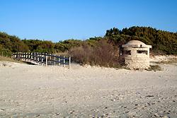 Torretto di avvistamento, risalente alla seconda guerra mondiale, sulla spiaggia de Li Foggi a Gallipoli (LE)