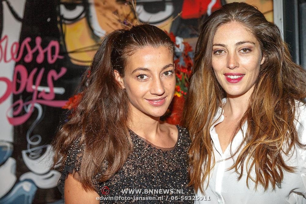 NLD/Amsterdam/20151017 - Inloop JFK Greatest Man Award 2015, Nadia Palesa Poeschmann met vriendin