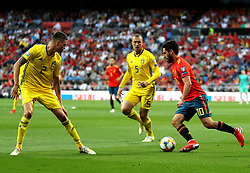 MADRID, June 11, 2019  Spain's Isco (R) competes during the UEFA Euro 2020 group F qualifying football match between Spain and Sweden in Madrid, Spain, on June 10, 2019. Spain won 3-0. (Credit Image: © Edward F. Peters/Xinhua via ZUMA Wire)