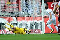 FUSSBALL   1. BUNDESLIGA  SAISON 2011/2012   2. Spieltag 1 FC Nuernberg - Hannover 96          13.08.2011 Elfmeter Tor zum 0:2 von Konstantin Rausch (re, Hannover 96) gegen Torwart Raphael Schaefer (1 FC Nuernberg)