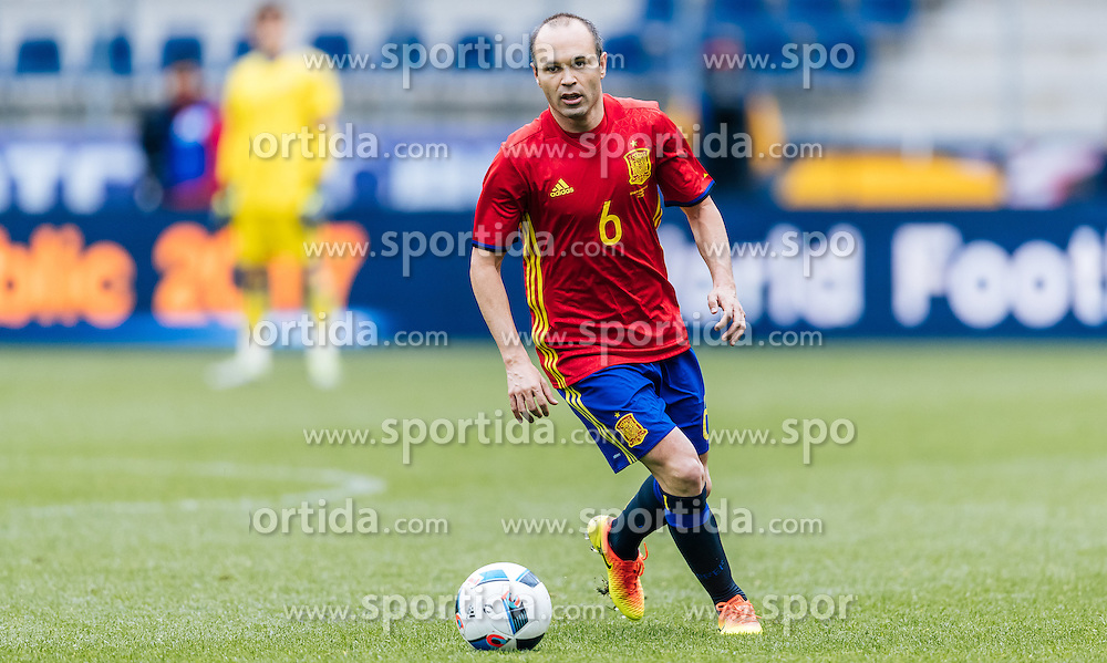 01.06.2016, Red Bull Arena, Salzburg, AUT, Testspiel, Spanien vs Suedkorea, im Bild Andres Iniesta (ESP) // Andres Iniesta of Spain during the International Friendly Match between Spain and South Korea at the Red Bull Arena in Salzburg, Austria on 2016/06/01. EXPA Pictures © 2016, PhotoCredit: EXPA/ JFK