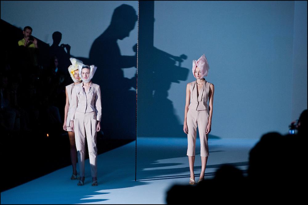 Des mannequins presentent la collection printemps ete 2012 d'Issey Miyake lors de la fashion week a Paris le 2 octobre 2011. ©Benjamin Girette/IP3Press